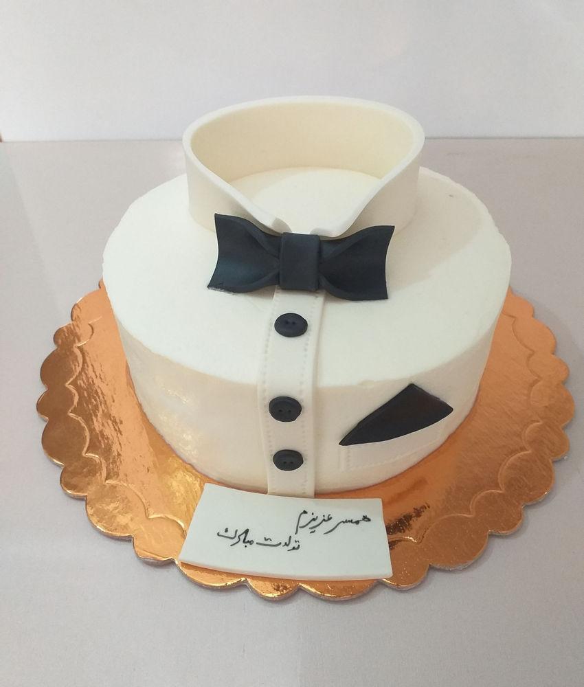 کیک و شیرینی شاپرک کیک خامه ایی با فیلینگ موز و گردو با تزیین فندانت