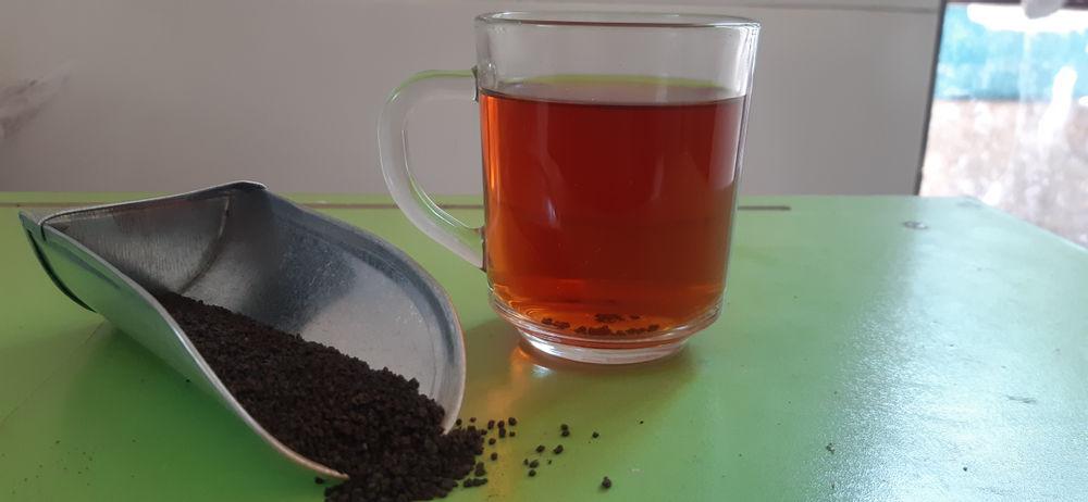 کافه دلیوری چای خارجی کله مورچه 1 کیلوگرمی  چای خارجی کله مورچه یک نوع چای خارجی بسیار خوشرنگ و زود دم است. این چای بسیار مقرون به صرفه و اقتصادی را در بسته بندی های 500گرمی، 1 کیلوگرمی، 2 کیلوگرمی، 5کیلوگرمی، 10 کیلوگرمی و به بالا از کافه دلیوری بخواهید.
