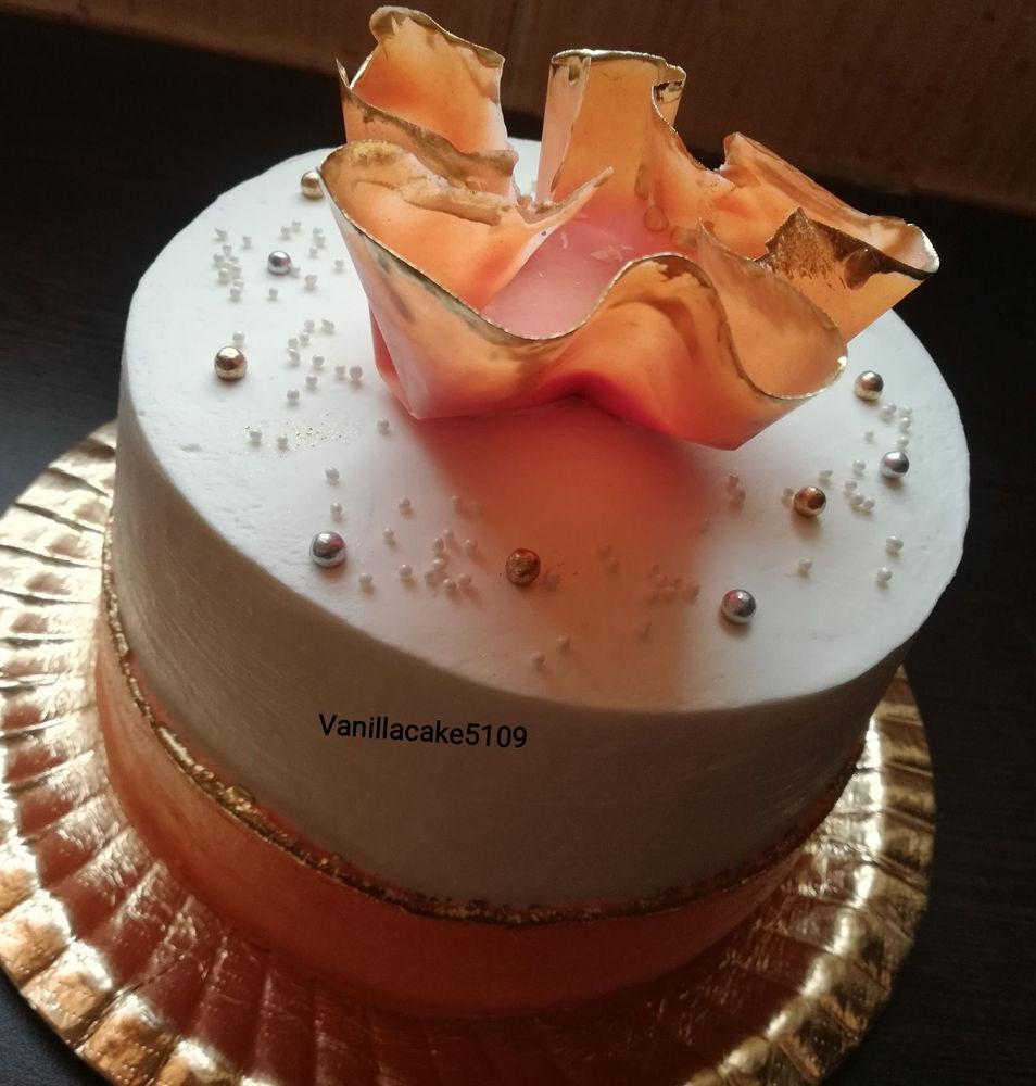 قنادی کیک تولد خانگی سفارش انواع کیکهای خامه ای فوندانت تصویری با بهترین کیفیت و مواد عالی برای شما عزیزان پذیرفته میشود برای سفارش چند روز جلوتر اطلاع دهید ممنون پیج اینستا vanillacake5109