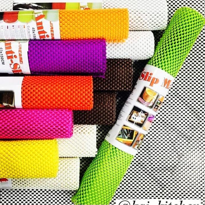 پلاسکو رنگارنگ ترمز فرش و شبکه یخچال خارجی : لاتکس های پلاستیکی نمونه ای جدید از استوپ و ترمزگیر های فرش است که در طرح های متنوع و از جنس پلاستیک تولید و به بازار عرضه گردیده است. این ترمزگیر های فرش و موکت مناسب برای استفاده در محیط هایی با سطوح سرامیکی، موزائیک و کاشی می باشد و از حرکت کردن فرش و موکت بر روی این سطوح جلوگیری می نماید.  مناسب برای جلوگیری از جا به جا شدن فرش و موکت  قابل استفاده بر روی سطوحی نظیر سنگ، کاشی، سرامیک و …  ابعاد : ۱۵۰ × ۴۵ سانتی متر   جهت سفارش محصول دایرکت پیام بدید 📥  #ترمز #فرش #ترمز_فرش #ترمز_فرش_موکت #ترمز_فرش_رولی #رنگارنگ #شبکه_یخچال #رولی #رنگی #داخل_یخچالی