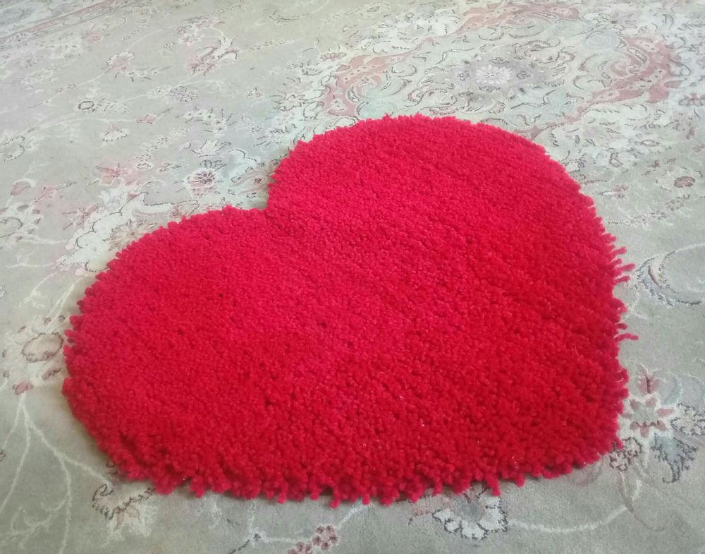 دست سازه های نغمه پادری کاموایی دستبافت,طرح قلب ابعاد به قطر نیم متر رنگ قرمز سفارش هم پذیرفته میشود,در طرح و رنگ دلخواه شما..