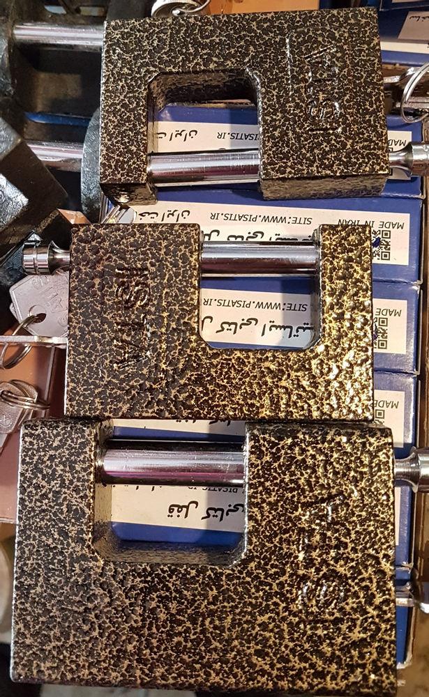 ابزار یراق کیانی قفل های ایرانی،ضداسید،مغزی برنج،دارای ۴ کلید کامپیوتری کیفیتی حالی،وزن سنگین،ضخیم،محکم